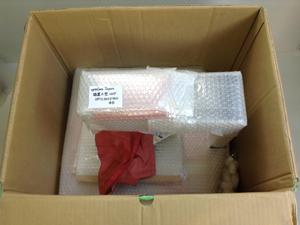 プロジェクター 本体 付属品 それぞれ プチプチで梱包